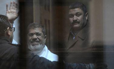 الرئيس مرسي في المحكمة جيتي
