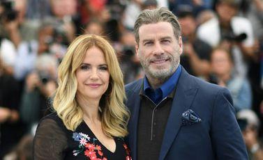 الممثلة الأميركية كيلي بريستون وزوجها جون ترافولتا خلال مهرجان كان الفرنسي في 15 أيار/مايو 2018