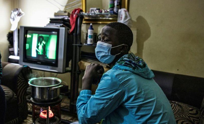 سينويولو (17 عاما) الذي تأجلت مراسم انتقاله إلى سن البلوغ في اتنية خوسا بسبب فيروس كورونا المستجد في